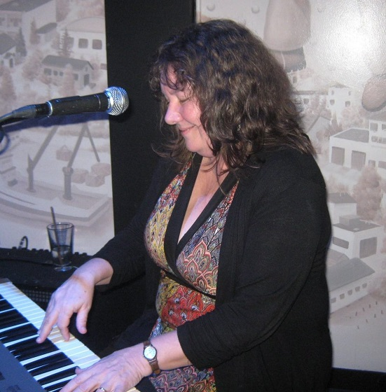 Beth 2015 at piano